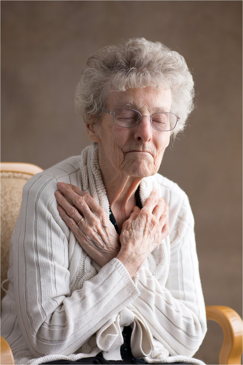 Elderly woman praying (C) Maundy Mitchell