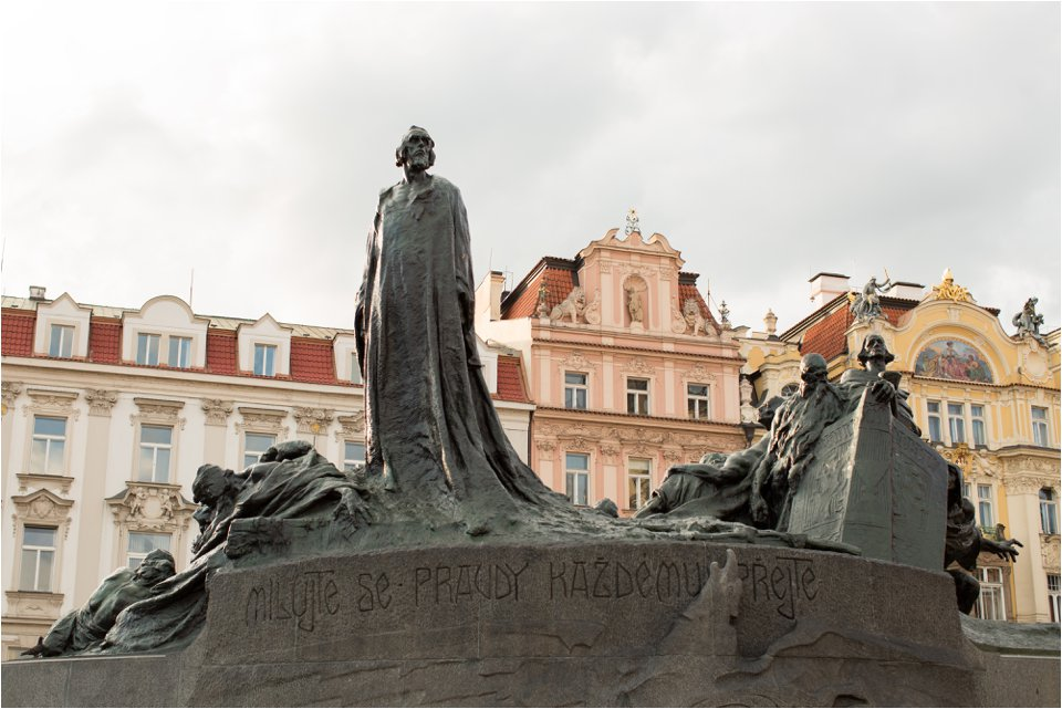 Statue in Prague (C) Maundy Mitchell