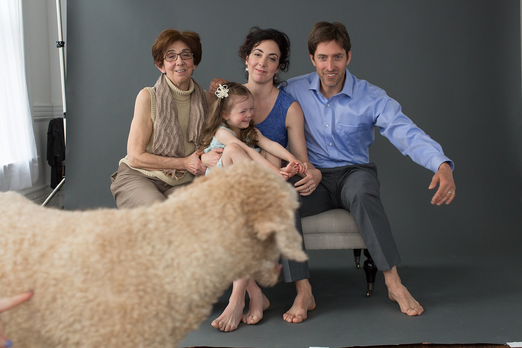 Funny Behind the Scenes Studio Family Portraits_0012.jpg