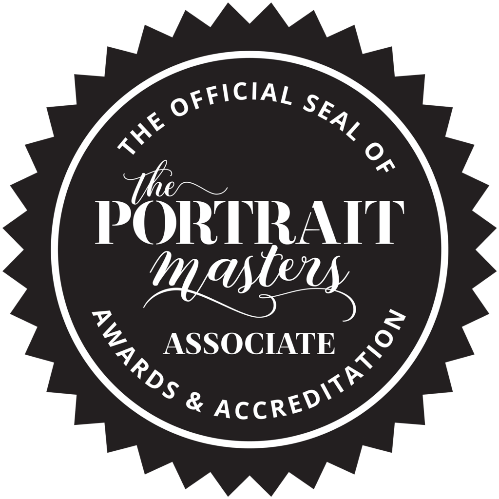 Official seal of The Portrait Masters Awards & Accreditation, Associate