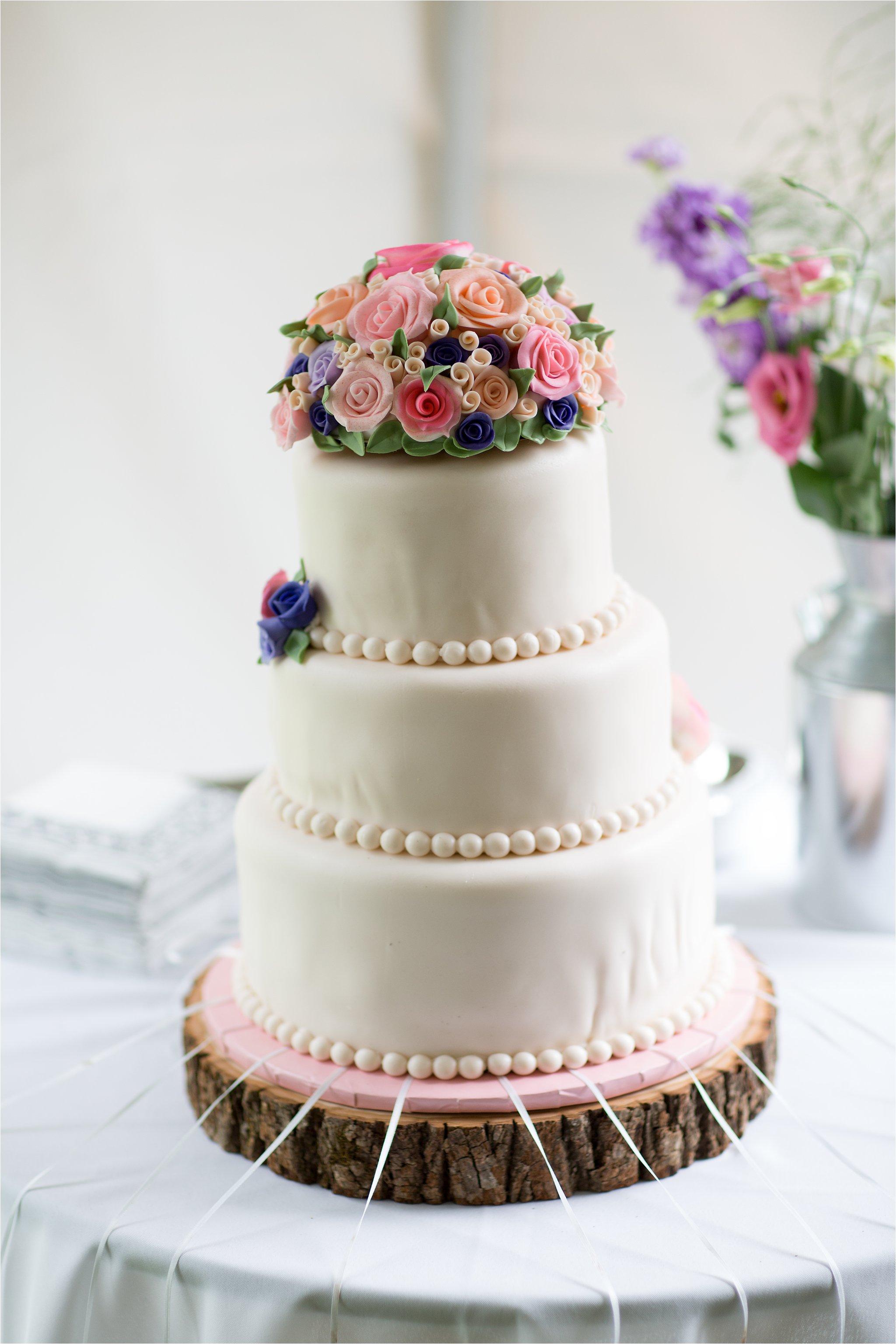 Wedding Cake (C) Maundy Mitchell