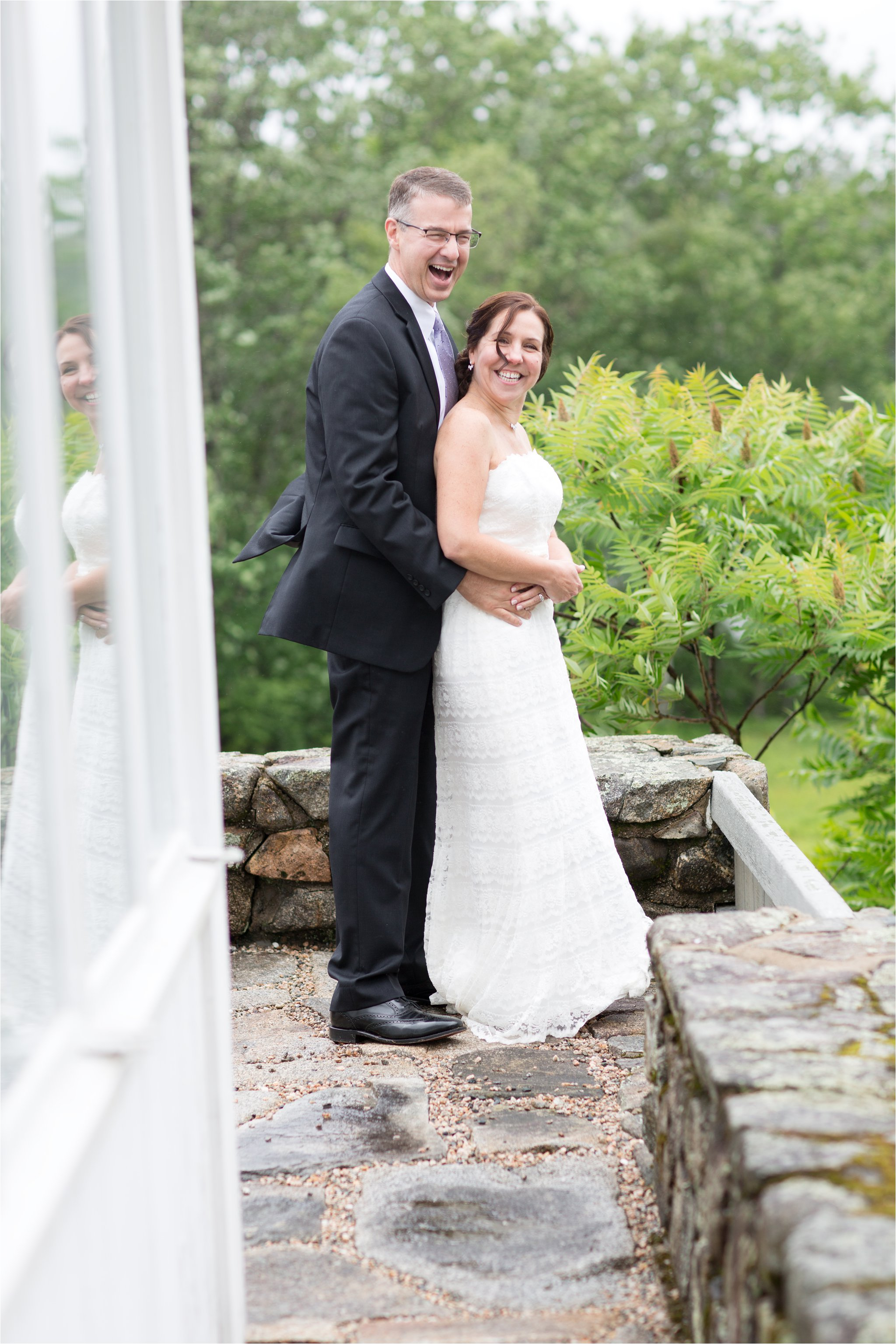 Bride & Groom in the Rain (C) Maundy Mitchell