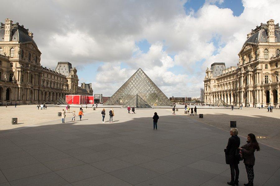 Louvre-Paris-Glass-Pyramid_0030.jpg