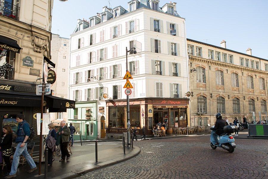 Street-Scooter-Montmartre-Paris_0012.jpg