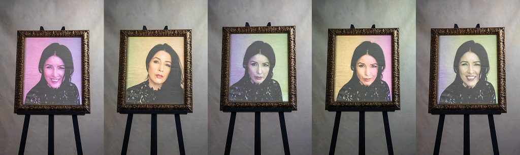 Pop art-style portraits on an easel - virtual live photo session