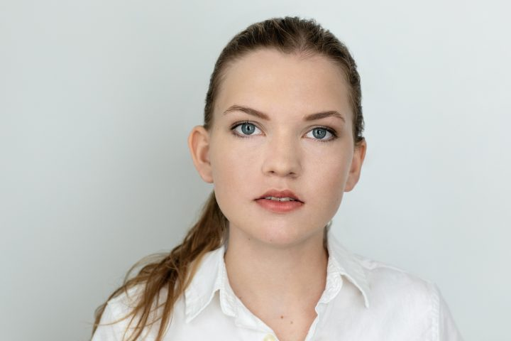 Headshot of young actor Chloe with light background